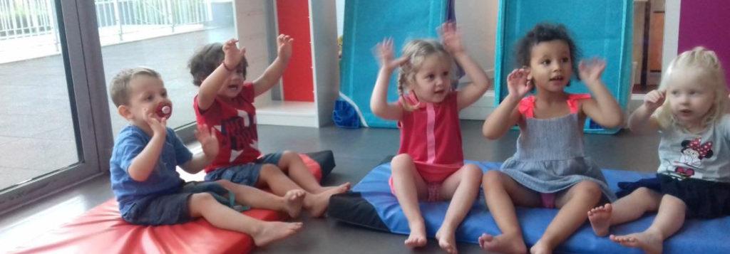 Enfants pratiquant le cerf